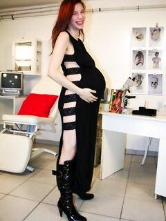 Мужик трахает свою беременную жену в кабинете у гинеколога