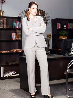 Бизнес леди легко разделась догола за вознаграждение