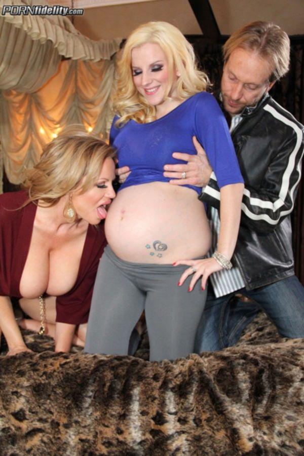 Беременная блондинка в секс оргии с Келли Мэдиссон и ее парнем