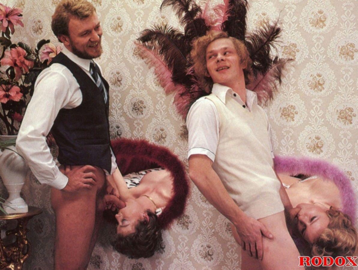 Ретро блондинка на фотосессии трахается с фотографом и сосет у него