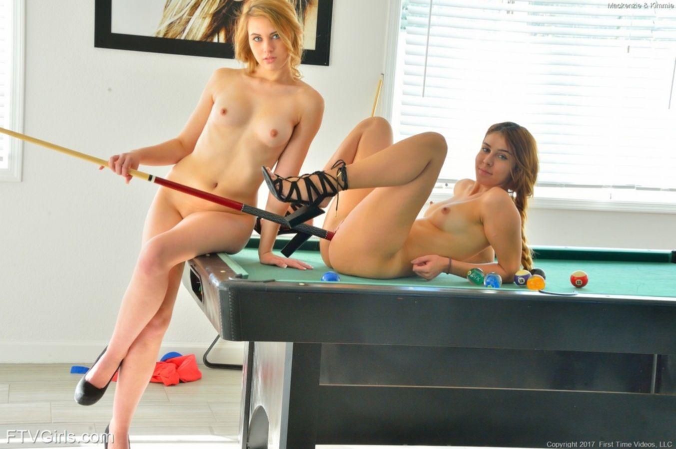 Две молодые лесбиянки занимаются сексом на бильярдном столе