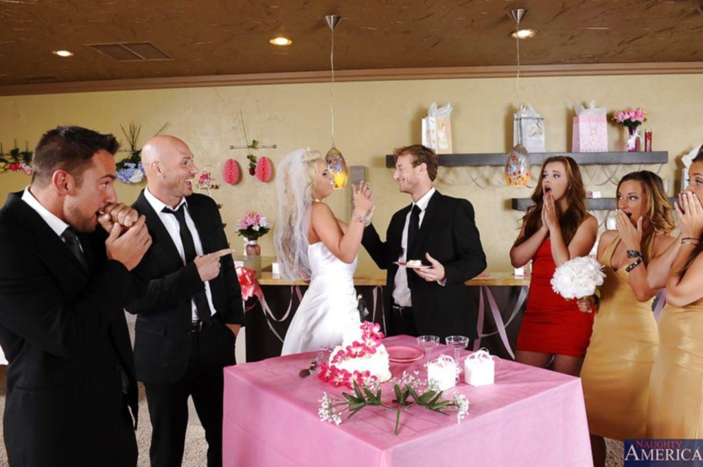 Подружка невесты отсосала член жениху прямо на свадьбе